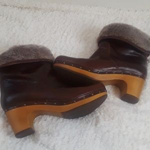 Woman wooden clogs ugg brown size 9
